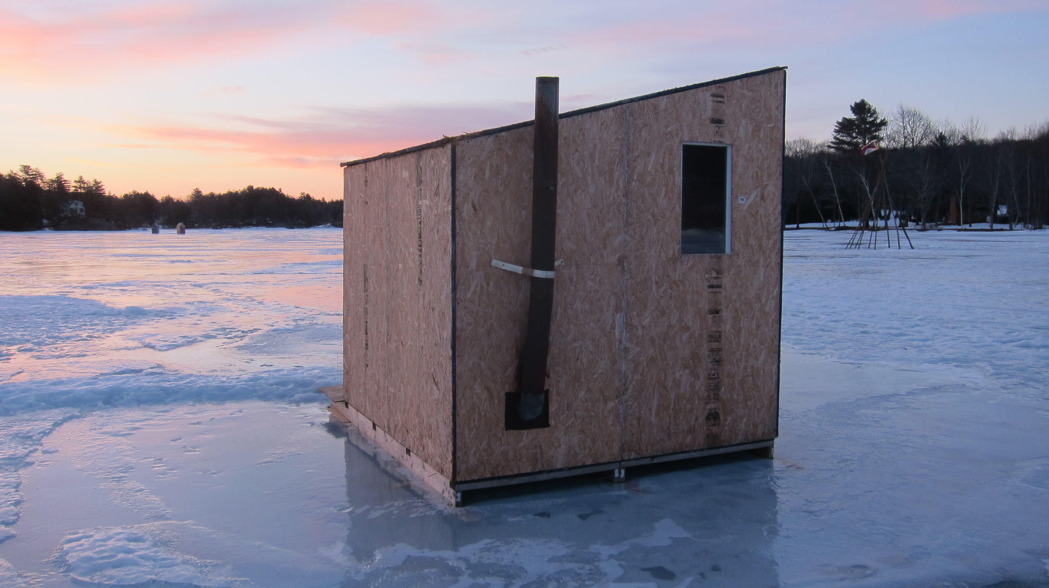 ice fishing houses home in maine